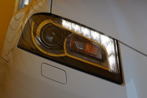 オシャレな純正LEDポジション付きバイキセノンライトとなっていて、とてもカッコイイお車です!!