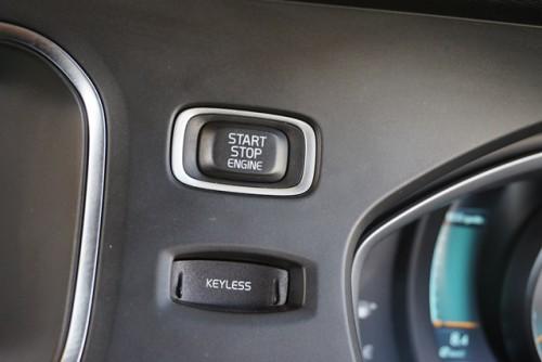 便利なスマートキー(キーレスドライブ)の装備となっております!!