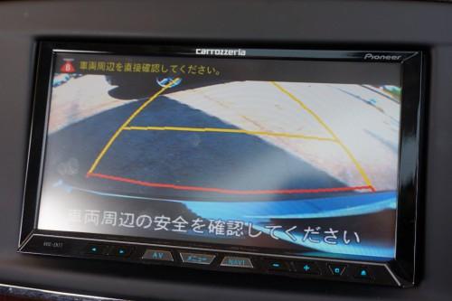 便利なカラーバックモニター付きで、さらに前後コーナーセンサーの装備も御座います!!