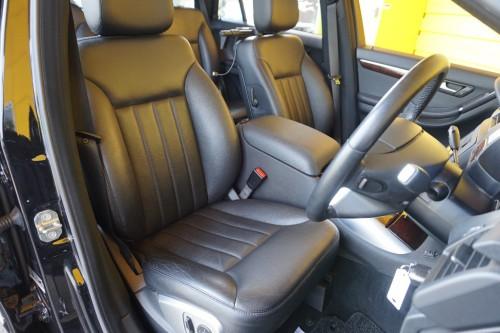 ブラックレザーシートの装備で、パワーシート&シートヒーターの装備も御座います!