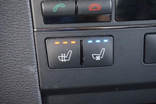 フロントシートはパワーシート&シートヒーター、シートA/Cなどの豪華装備!