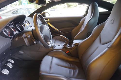 内装もとてもキレイなお車で、パワーシート&シートヒーターも付いてます!!