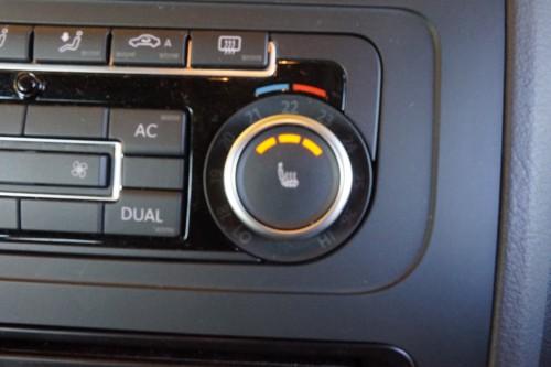 フロントシートには、あると便利なシートヒーターが装備されております!!