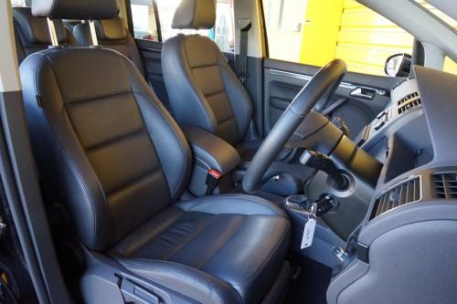 数少ないブラックレザーシートの装備で、シートもとてもキレイな状態です!!