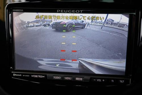 とても見やすいカラーバックカメラの装備もあり、前後コーナーセンサーも付いてます!!