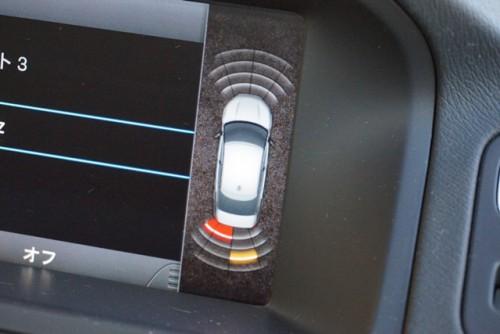 前後コーナーセンサー付きで、インジケーターで障害物等の近さも確認出来ます!