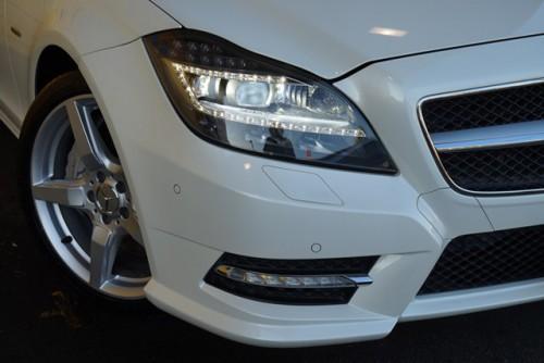 LEDヘッドライトやLEDドライビングライトなどのカッコイイ装備です!
