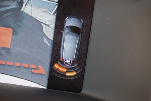 バックソナーのインジケーターも付いていて、とても便利です!!