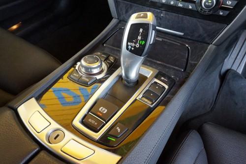 オシャレな電子シフトやI-ドライブのコントローラーなども必見です!